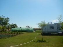 Locul de campare este situat într-o gospodărie îngrijită