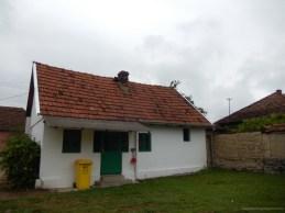 Cabană ce poate fi închiriată, cu două camere și baie