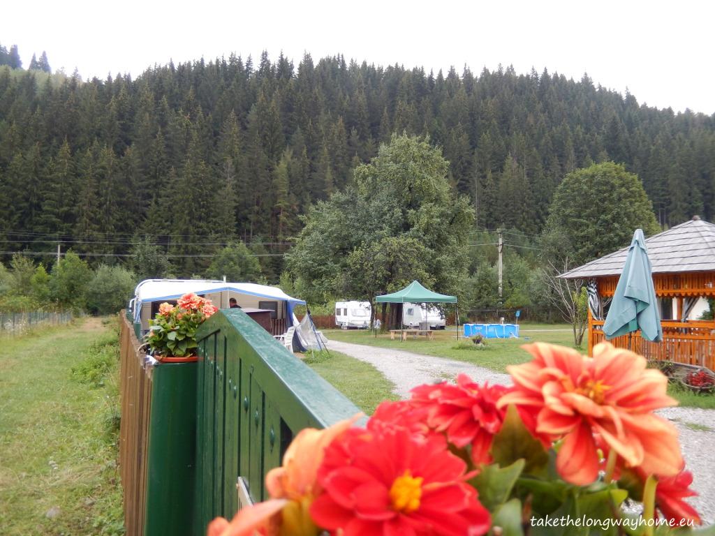 "Camping De Vuurplaats (Cămine), Fundu Moldovei, județul Suceava, strada Principală, nr. 130 // GPS : N 47°32'06.5"" E 25°24'55.0"" / Lat 47.535145 long 25.415264 // site : www.vuurplaats.eu // email : info@vuurplaats.eu // telefon : +40 230 236 019 / +40 729 211 399"