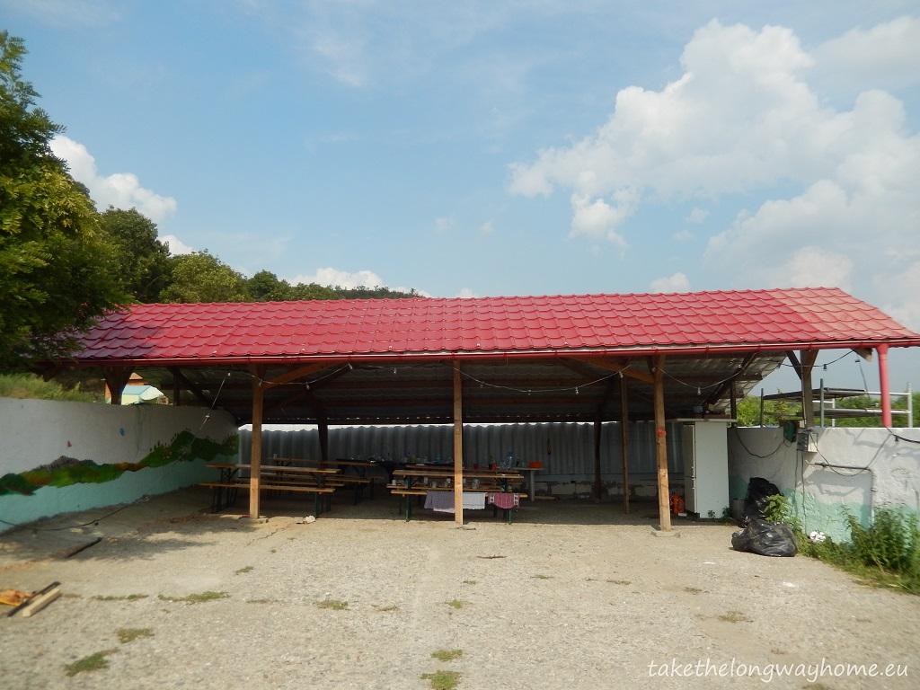 Campingul este deschis în perioada : 15 aprilie - 1 noiembrie