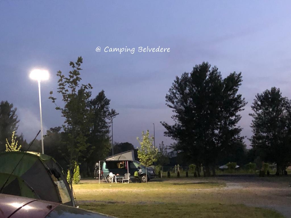 noaptea in camping