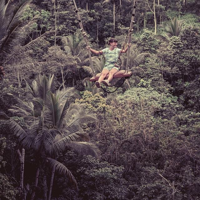 ジャングルで遊ぶ