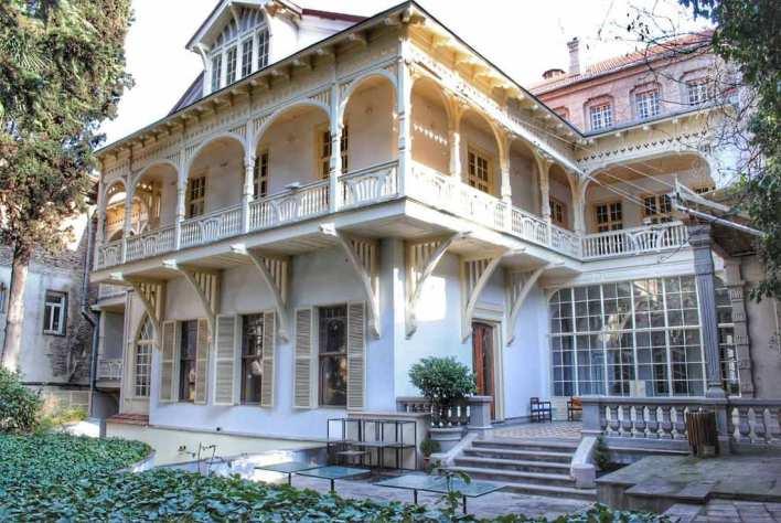 بيت الكاتب في تبليسي