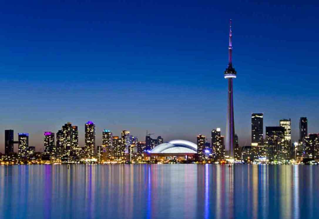 أماكن السياحة في تورنتو برج CN