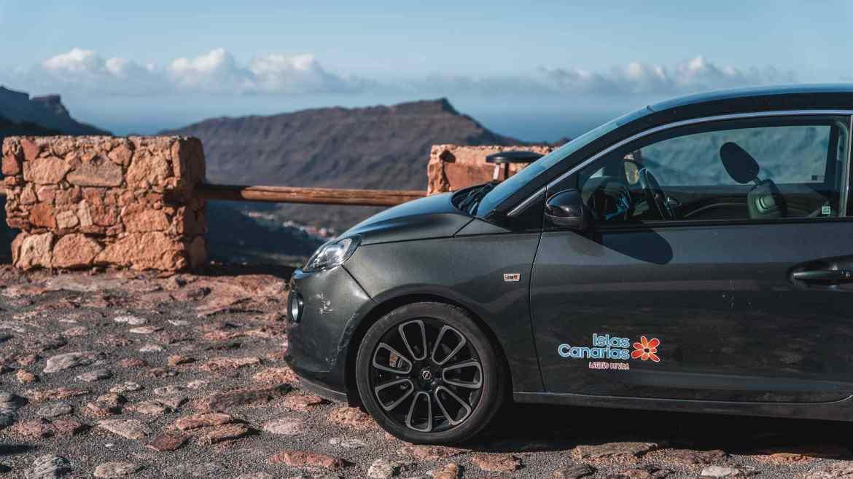 Opel Adam z Cicar przy Mirador el Mulato na Gran Canarii