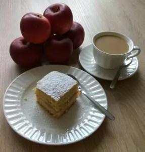 Pyszna domowa szarlotka z naszych jabłek