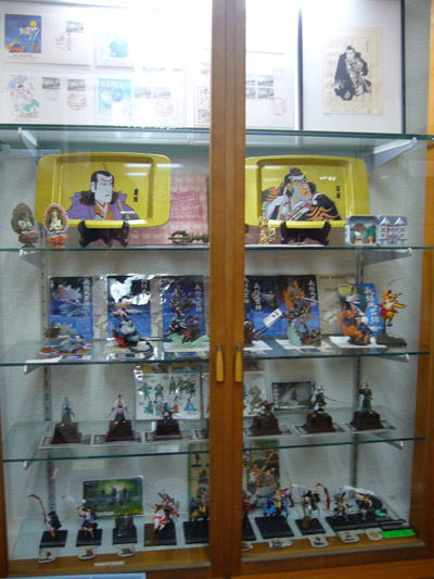 Yoshitsune-related figurines in a cabinet