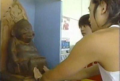Takki touching the Billiken in 8jida J