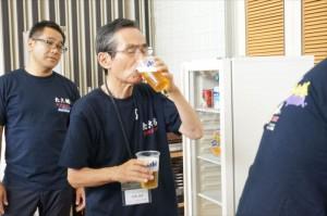 「オレのいれた生ビール、最高や!」