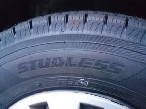 スタッドレスタイヤです