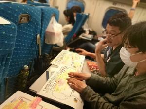 帰りの新幹線で各々作成した「顧客の旅」デザインマップについてシェアします
