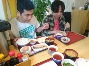 お昼ご飯は、定食屋さんで、好きなものをお腹いっぱい!