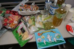 オヤツには、2泊3日の白馬村への研修旅行でかったお菓子もいてますよ!