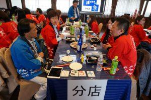 お弁当タイムも小川室長、熱心な部員さんに質問攻めです