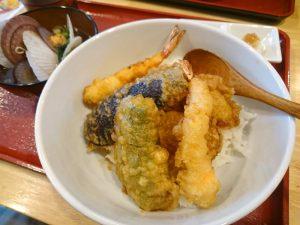 現場会議のお昼ご飯は天ぷら