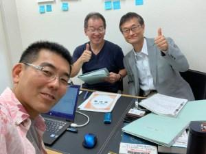インタビューに見えた大川さん(右)と赤木さん(左)と私(左手前)