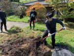 10月の野菜部~雑草堆肥作り!あれ、幼虫も出てきたよ!!~