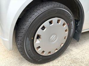 新しいタイヤに履き替えた前輪