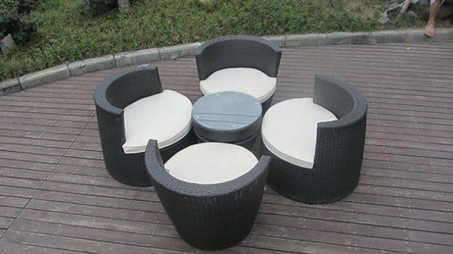 стол и стулья, складывающиеся как конструктор