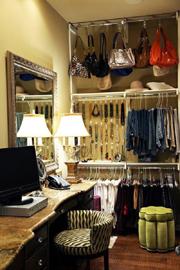 маленькая гардеробная комната