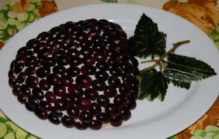 салат с виноградом и грецкими орехами