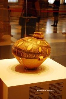 Vas ceramic cu decor in retea. 3300-2050 i.Ch. Decor cu boabe de cereale, cultura Majiayao, valea Fluviului Galben
