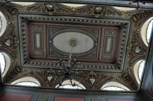 Tavanul din holul mare
