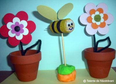 Albină din dop de plută