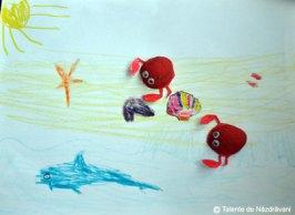 Iris H., Bucureşti, 5 ani Crabi după ce s-au bătut... şi-au tăiat picioarele cu cleştii.