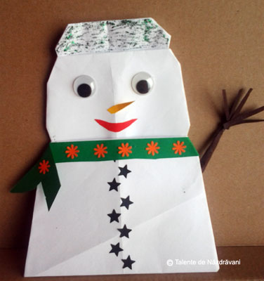 Om de zăpadă origami