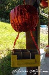 Balon cu aer cald pentru călătorii imaginare, confecționat din hârtie