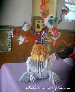 Balaur confecționat din sârmă plușată și origami 3D