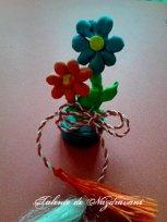Mărțișor - ghiveci cu flori pe capac din plastic