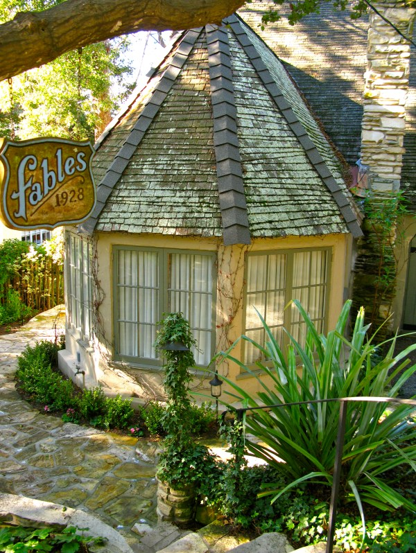 HUGH COMSTOCK'S FAIRYTALE COTTAGES BY THE SEA | Once upon ...