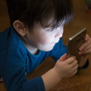 Kids and smartphone use: Tips to be safe online