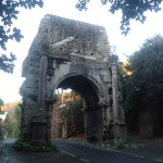 Christmas in Italy – An exploratory stroll to the Arch of Drusus