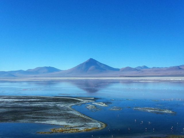 Uyuni Salt Flats: El Salar de Uyuni Tour in Bolivia - Incredible Scenery at one of the Lakes