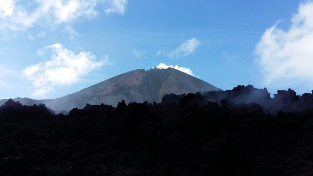 Smoking Live Pacaya Volcano & lava stream near Antigua Guatemala