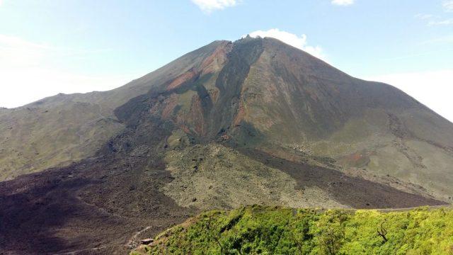 Smoking Live Pacaya Volcano near Antigua Guatemala - Backpacking Guatemala