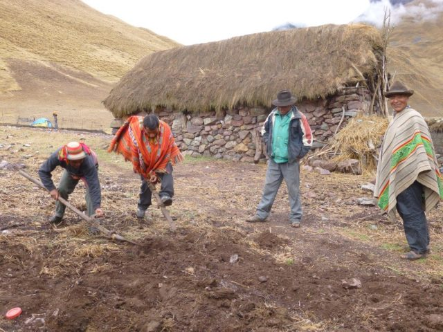 Peruvian people I met on the trek to Machu Picchu - Tips for backpacking in South America