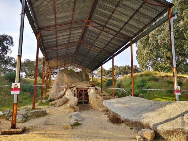 'Protecting' the Anta Grande do Zambujeiro in Evora - An Evora Megaliths Tour