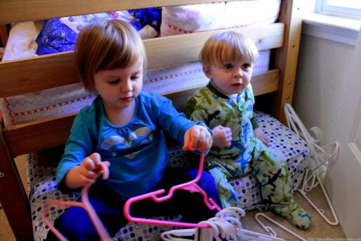 Organize the kid's closet (6)