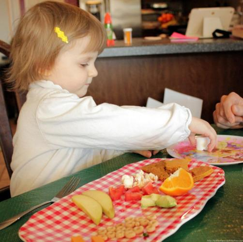 Teach toddlers and preschoolers the concept of soft and hard using food! This is such a fun activity!