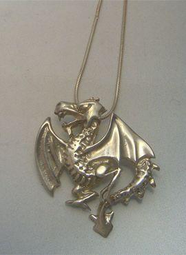 colgante dragón heráldico wyvern amuleto colgante de plata con cordón de plata