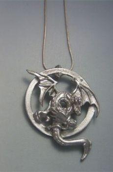 colgante dragón anfisbaena dos cabezas amuleto de plata