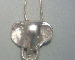 colgante elefante africano amuleto de plata
