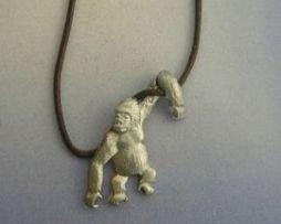 colgante gorila amuleto de plata