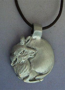 toro luna de plata amuleto ibérico