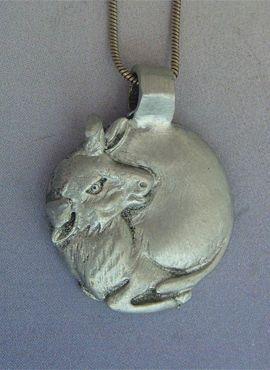 toro luna de plata amuleto ibérico colgante de plata