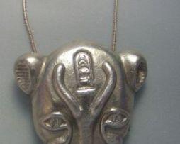colgante Sekhmet o Sejmet amuleto de plata de la diosa egipcia leona